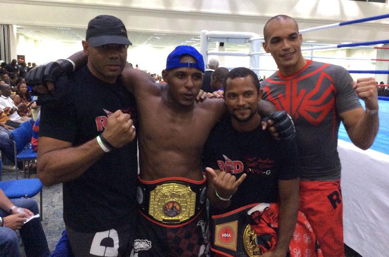 Le club reçoit l appui de Xavier Barnay, champion de France de Pancrace et ceinture  noire de Jiu-Jitsu Brésilien (De la Riva) de Franck Guitteaud ceinture ... fbd27d314b0